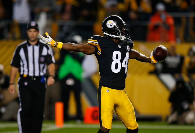 Antonio Brown #84 of the Pittsburgh Steelers celebrates his 38-yard touchdown reception in the first quarter during the game at Heinz Field on October 2, 2016 in Pittsburgh, Pennsylvania.