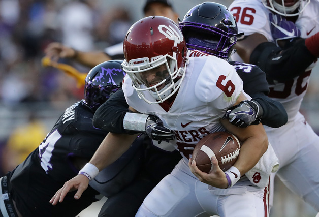 Baker Mayfield #6 of the Oklahoma Sooners at Amon G. Carter Stadium on October 1, 2016 in Fort Worth, Texas.