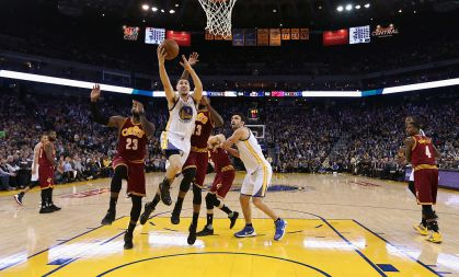 lay Thompson #11 of the Golden State Warriors goes up for a shot against the Cleveland Cavaliers at ORACLE Arena on January 16, 2017 in Oakland, California.