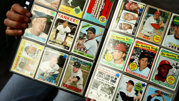 Kahn Yes Baseball Cards Still Exist Cbs Local Sports