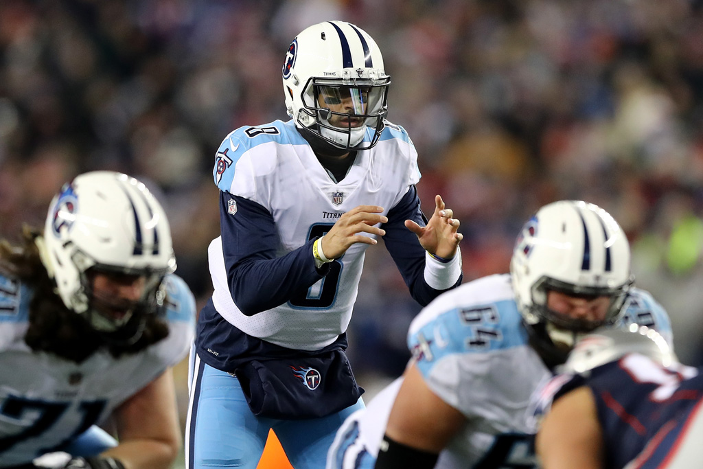 Marcus Mariota #8 of the Tennessee Titans prepares for a snap in the second quarter of the AFC Divisional Playoff game against the New England Patriots at Gillette Stadium on January 13, 2018 in Foxborough, Massachusetts.