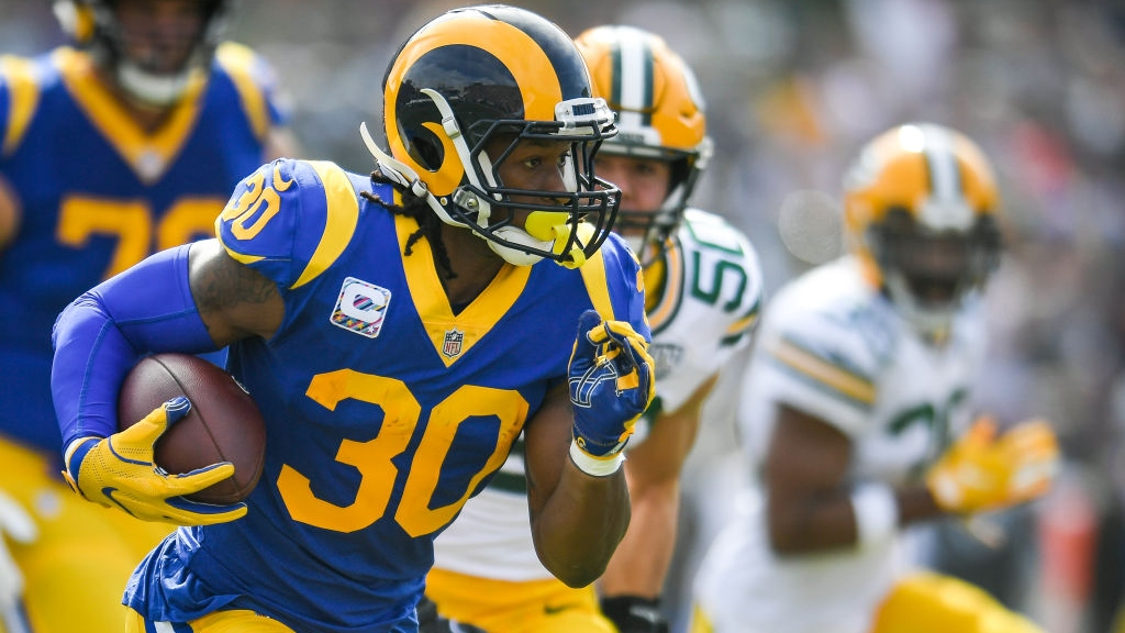 Running back Todd Gurley #30 of the Los Angeles Rams runs the ball in the first quarter against the Green Bay Packers at Los Angeles Memorial Coliseum on October 28, 2018 in Los Angeles, California.