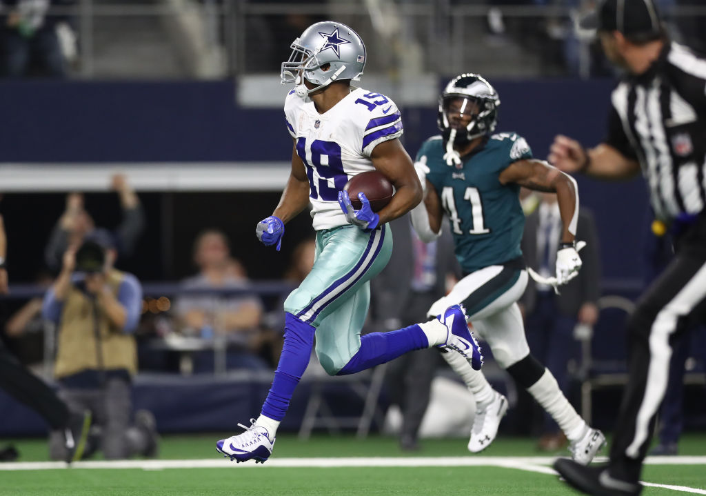 Amari Cooper #19 of the Dallas Cowboys makes a touchdown pass reception against the Philadelphia Eagles in the fourth quarter at AT&T Stadium on December 09, 2018 in Arlington, Texas.