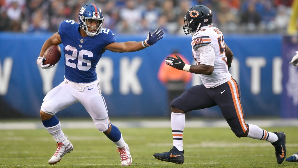 Saquon Barkley #26 of the New York Giants runs the ball against Roquan Smith #58 of the Chicago Bears at MetLife Stadium on December 02, 2018 in East Rutherford, New Jersey.